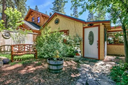 Moonwalk Hot Tub Walk to Beach 2bd/1ba Tahoe Vista - Tahoe Vista - House
