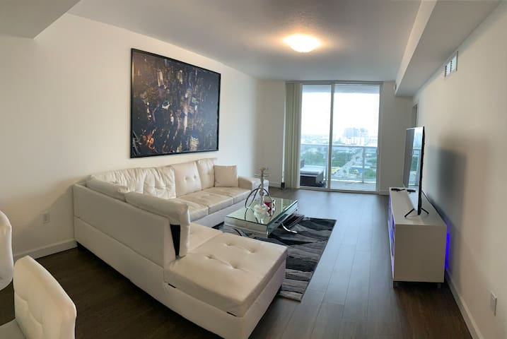 DOWNTOWN/ BRICKELL LUXURY APARTMENT!