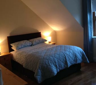 Beautiful double ensuite room, off street parking - Blarney - Huis