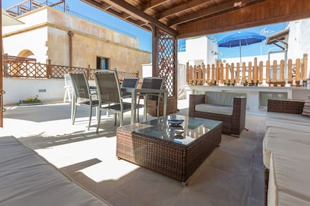Fabulous apartment with terrace in great location