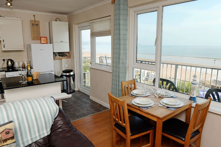 Sea-Front Apartment, Perfect Sea Views
