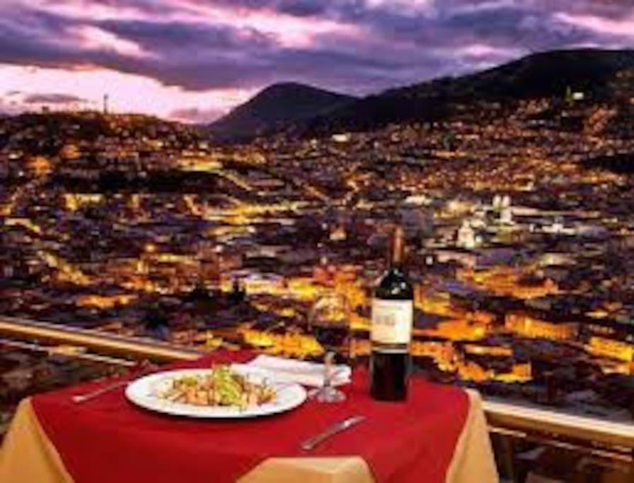 Los restaurantes disponen de una vista privilegiada y estan cerca a la casa