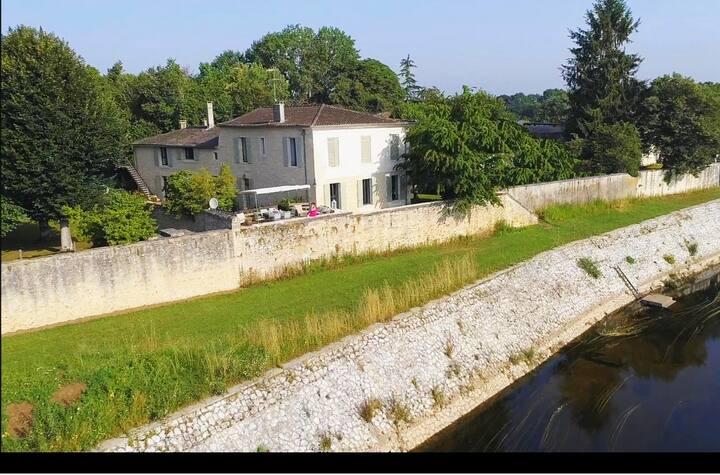 YGEIA - 3 Chambres d'hôtes dominant la Dordogne