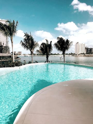 Depto. lujoso, vista a la marina, Puerto Cancun.