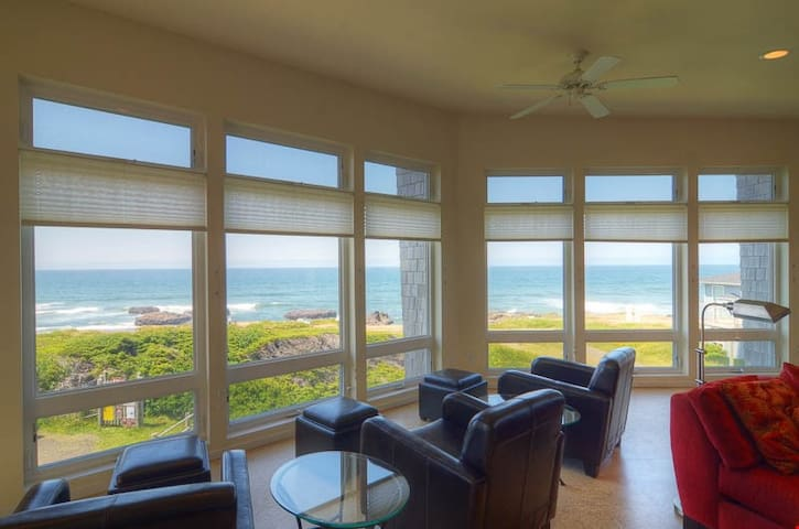 Seacure Beach House - Elegance, Incredible Views in this 6-Bedroom Yachats Oceanfront Retreat