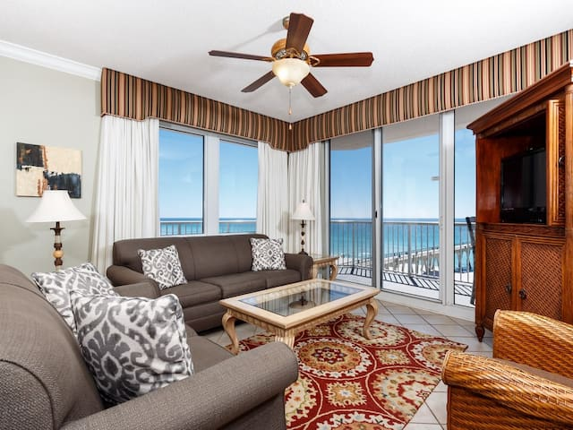 Bright gulf front condo, Stunning views, Close to entertainment