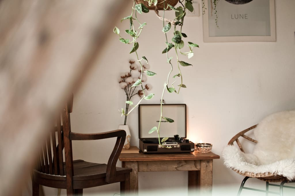 Our most favourite corner : pour yourself a glass of wine and listen to old records