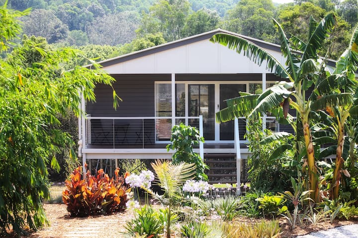 """Cooroora Cottage"" Noosa Hinterland Retreat"