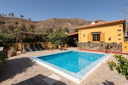 casa rural   piscina climatizada y privada   wi-fe