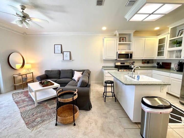 Private 2-bedroom, 1 bath, kitchen, river access!