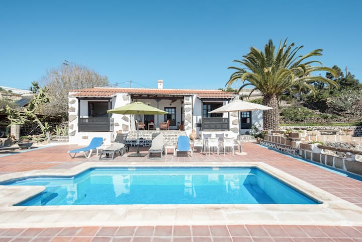 "Cozy Country Home ""La Cuadra de Arona"" with Sea View, Pool, Wi-Fi & Garden; Parking Available"
