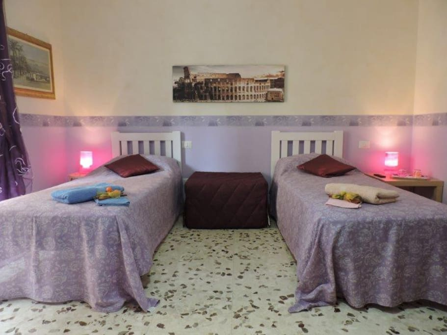 Violet room con letti singoli confortevole