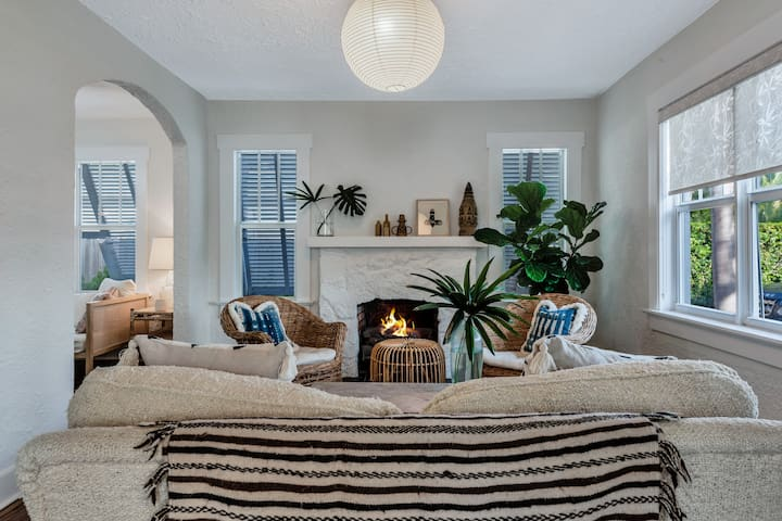Enchanting 2BR Minutes to Downtown & Palm Beach!!!