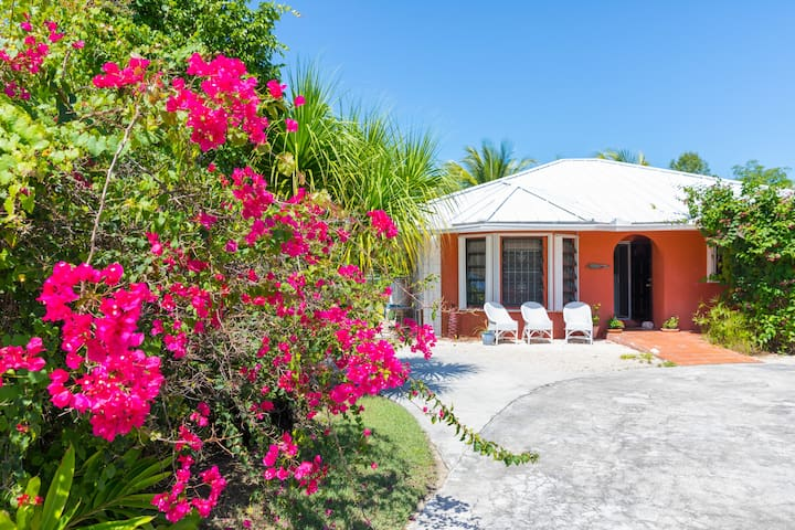 Ms.Kay's Cottage, perfect for your Bahamas Vacay!