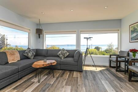 Union Bay Retreat w/Patio + Views - Walk to Ocean!