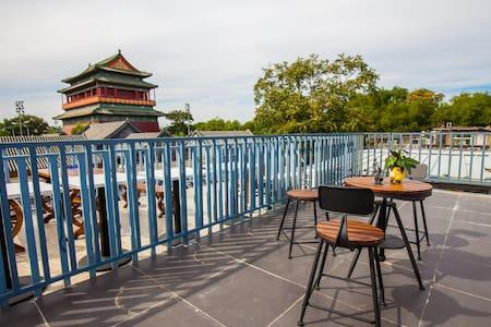 近南锣鼓巷,后海,鼓楼,远眺故宫的两居室露台小屋 - Beijing - House