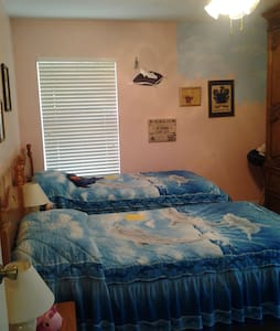 Furnished Room in Family House - Loxahatchee