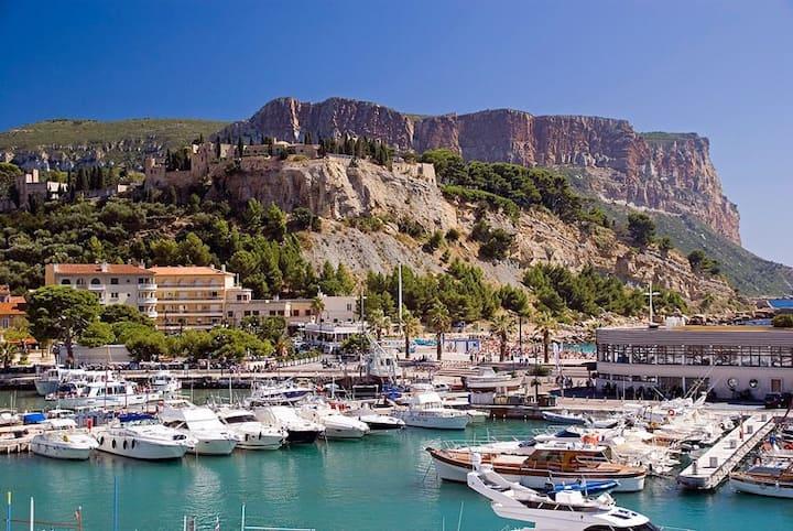 Logement de charme entre mer et collines ds villa