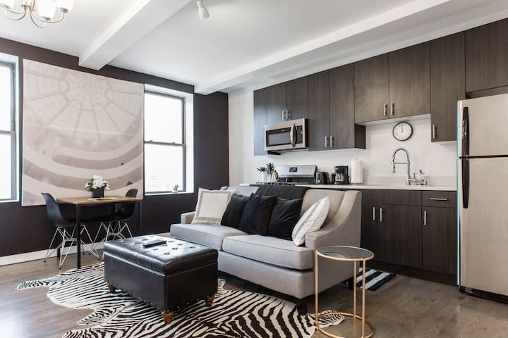 Midnight Magnolia - Modern + Safe 1BDR in Downtown