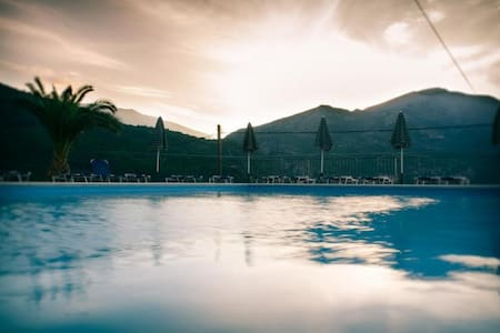 TRADITIONAL MANSION WITH POOL - Poros - 別墅
