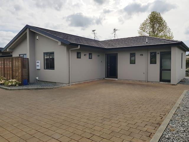 OHAKUNE : Tongariro  Views 3 bedroom  Villa