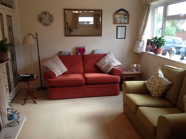Double room in clean, warm & airy house
