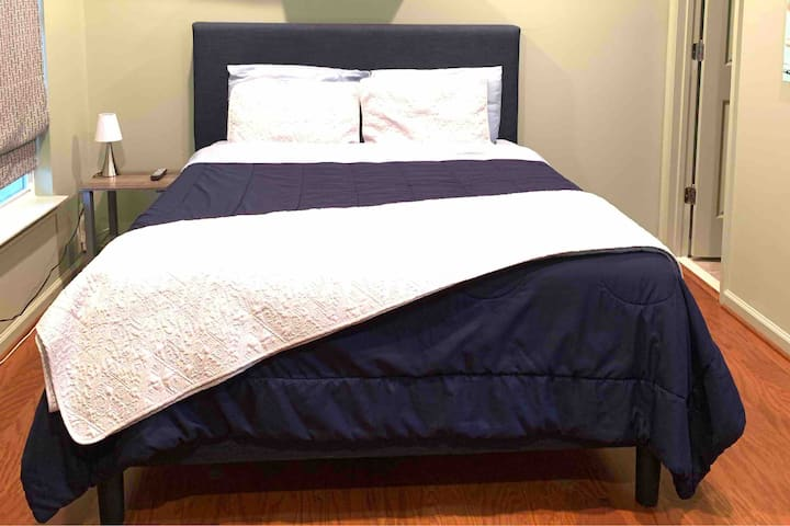 Private, cozy bed & bath in Ashburn! Near Dulles!