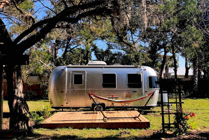 2017 Airstream with bikes, SUP, coffee/tea & more!