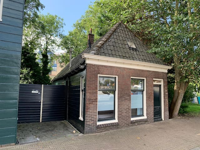 Old charming Dutch wooden house! up to 11 persons!
