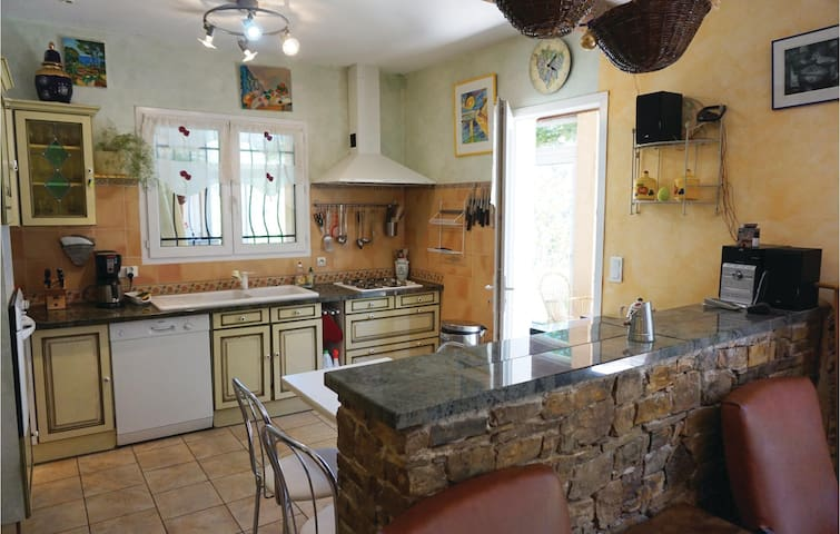 Holiday cottage with 4 bedrooms on 130m² in Prades sur Vernazobre