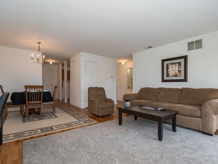 spacious 2 BR 1 bath apartment -721