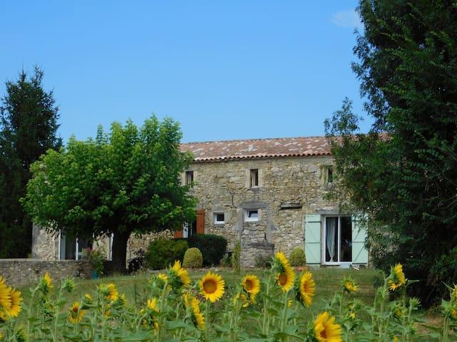 Grande maison avec Piscine Chauffée - Saint-Martin-de-Gurson - Dom