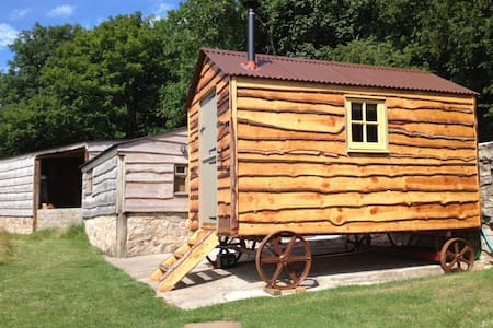 Shepherds huts with panoramic views, dog friendly - Abergele - Cottage
