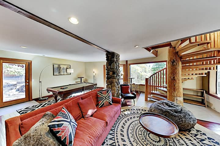 Mountain Retreat with Epic Tahoe Donner Amenities
