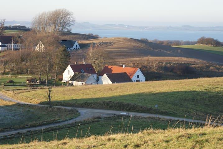 4 længet gård på naturskønne Helgenæs - Knebel - Rumah