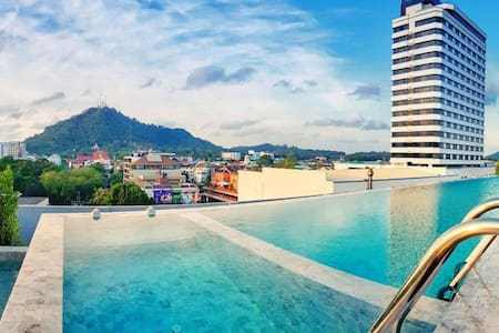 Loft Twin Room Rooftop Pool near Phuket Old Town