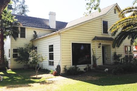 3 National Parks nearby - Dutch Hospitality - Reedley - House