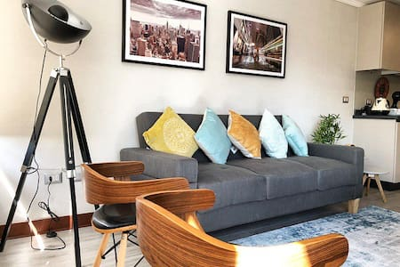 Stylish and Modern Apt in dowtown -BOREALIS