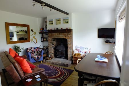 2 bedroom cottage in great location - Weston Bampfylde - Huis