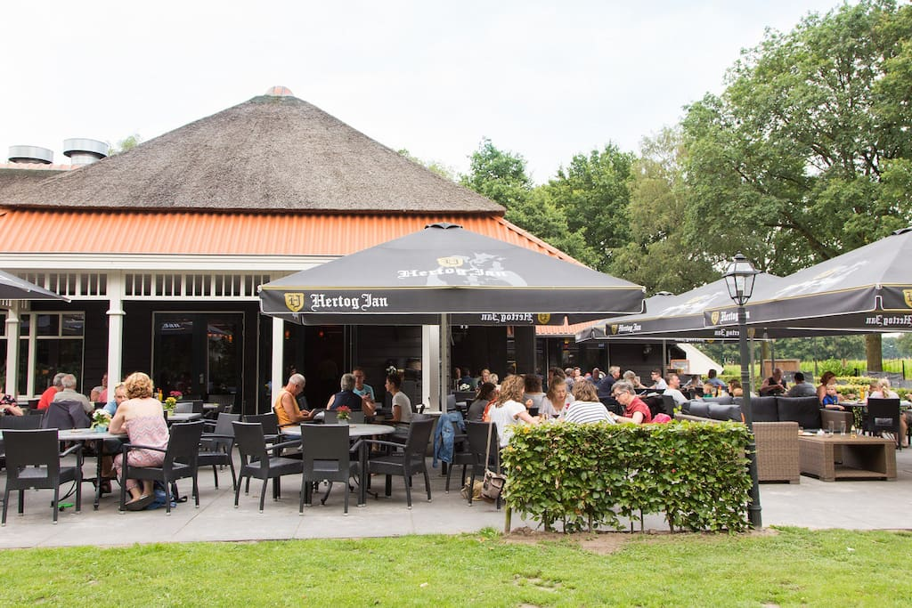 Restaurant De Heksenboom; direct bij de accommodatie