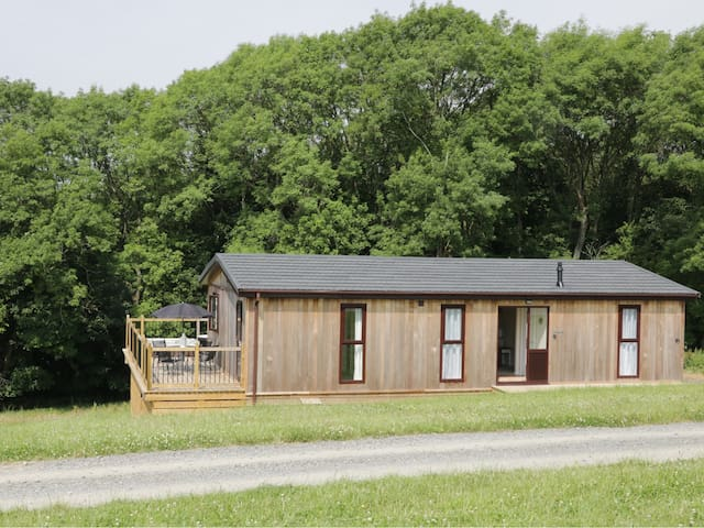 HOLLY LODGE, family friendly, with hot tub in Billingsley, Ref 960416