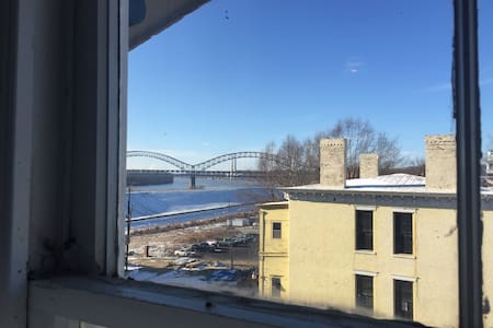 Bridge View Loft, in historic Home - New Albany