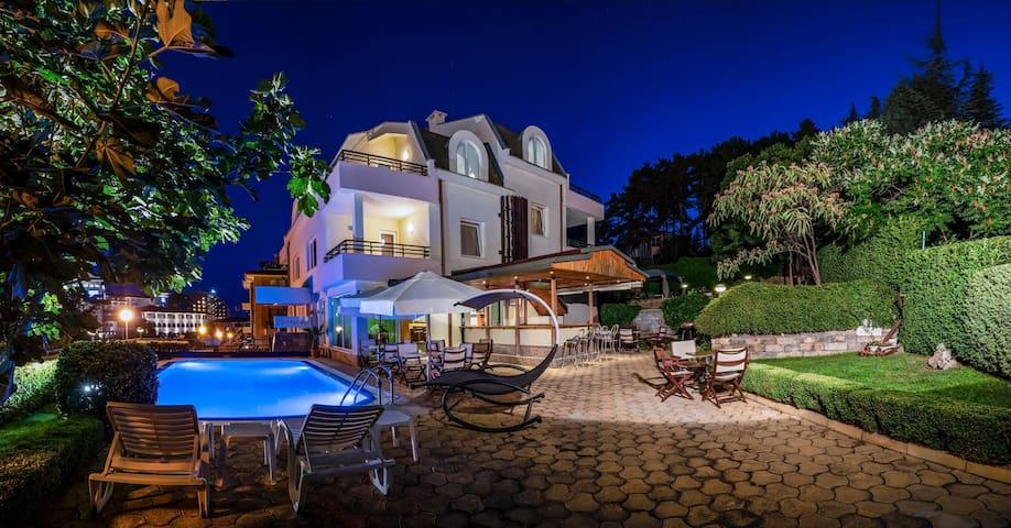 Milennia - 5 min from the beach, pool, garden, bbq