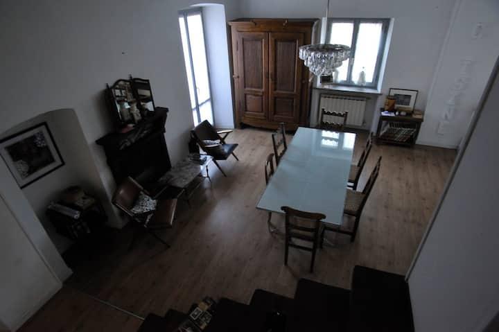4tea4 House. Nel borgo storico di Romano Canavese