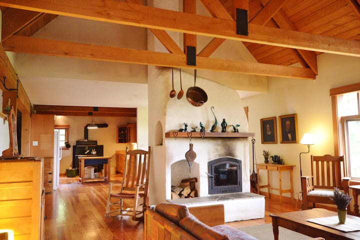 Lavender Cabin ~ 25 minutes from Salmon Arm BC