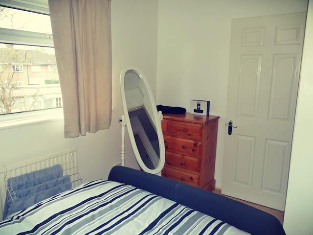 "Our cosy ""Shire"" :) - Crawley - Huis"