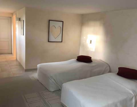 Freundliches, ruhiges Zimmer im Grünen Nähe Basel