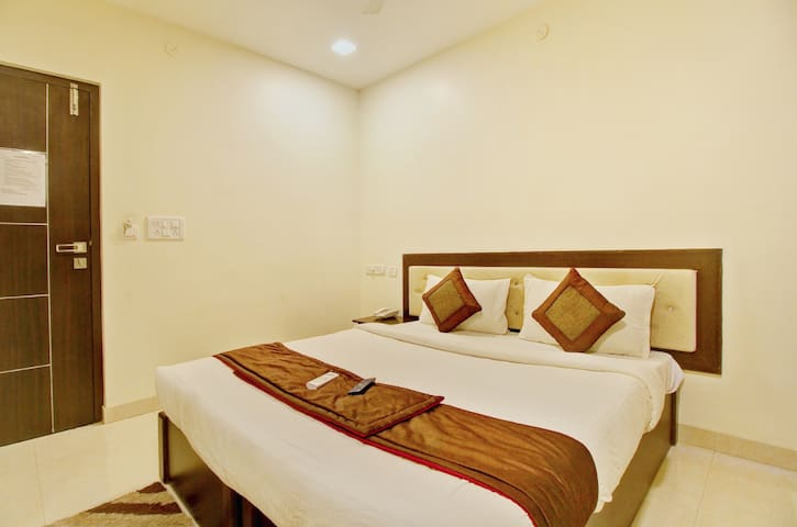 Elegant & Spacious Rooms/Budget Stay