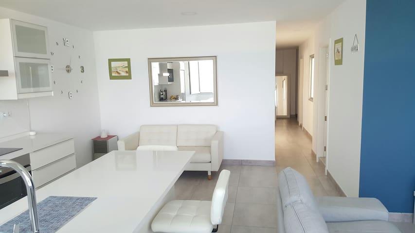 Spacious light private double-room - Las Palmas de Gran Canaria - House