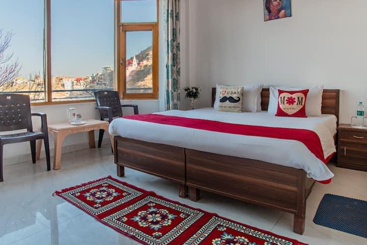 1 Bedroom | Amazing View | Near Mall road |Kasauli